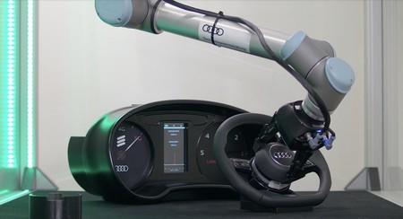 Audi y Ericsson ponen a un robot a instalar un módulo de airbag en un coche para demostrar las bondades del 5G