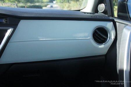 Toyota Auris Hybrid 2013, acabados interiores