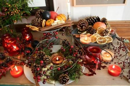 Christmas Centerpieces Pinecones Berries Cinnamon Stics Dried Fruits