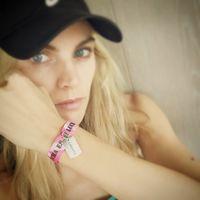 Las redes de inundan de pulseras por la lucha contra el cáncer de mama
