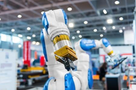brazo automático en fábrica