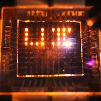 Descubren cómo hacer paneles LED que emitan y capturen luz al mismo tiempo, abriendo las puertas a nuevas funcionalidades