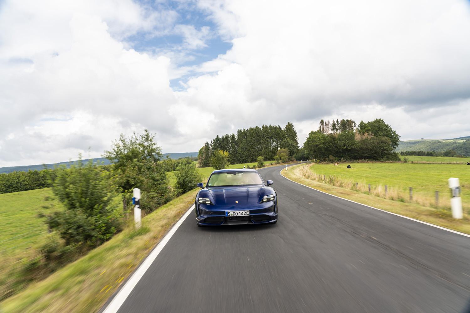 Foto de Porsche Taycan prueba contacto (102/275)