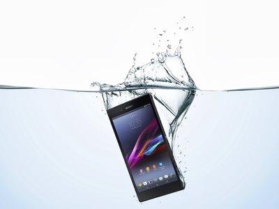 La resistencia al agua en móviles, cómo llegó y cómo ha evolucionado