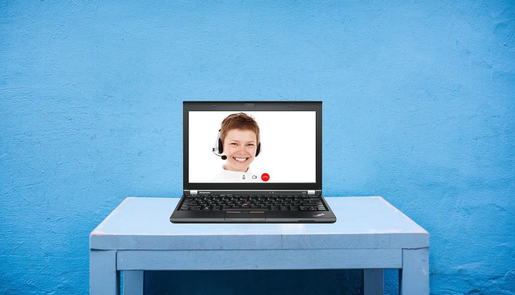 Esta extensión para Chrome te permite congelar a voluntad tu imagen durante una videollamada de Google Meet, poner un fondo y más