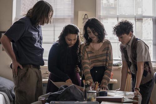 'The Walking Dead: World Beyond': la serie juvenil de la franquicia abraza su género pero desaprovecha su premisa