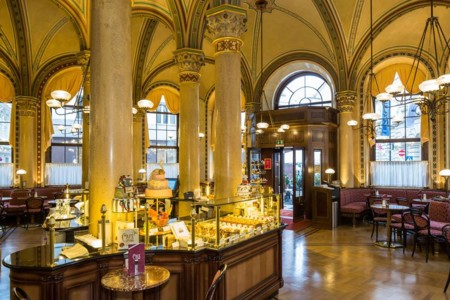 Viena Cafe Central