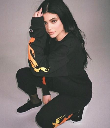 Kylie Jenner continúa haciendo ruido, y no del bueno. Ha vuelto a ser acusada de plagio en redes sociales