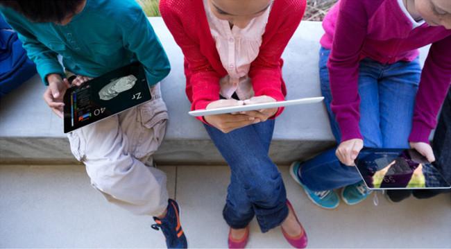 Apple extiende su oferta de contenidos y herramientas educativas alrededor del mundo