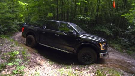 Video: la nueva Ford Raptor 2017 te presume algo de lo que podrá hacer en terrenos off-road