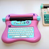 La máquina de escribir de Barbie que introdujo a las niñas en el cifrado Enigma (sin que lo supieran)