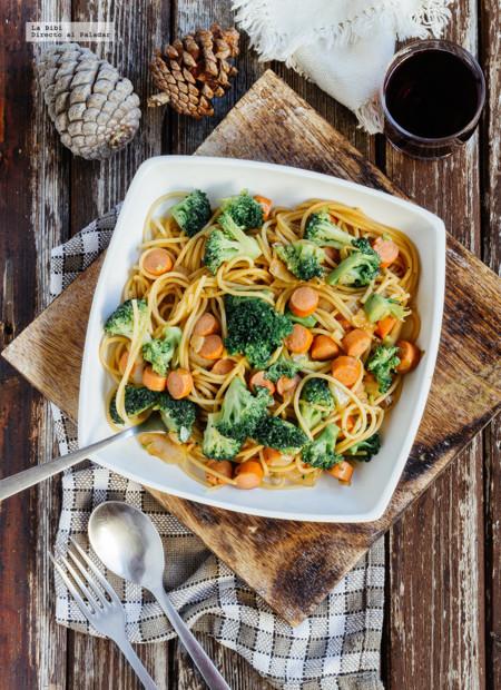 Espaguetis con brócoli y salchicha