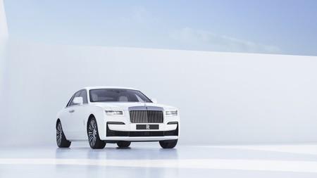 El nuevo Rolls-Royce Ghost se reinventa con aún más lujo, más envergadura y su propio cielo estrellado para los mismos 571 CV