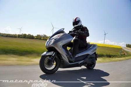 Honda NSS300 Forza, prueba (conducción en ciudad, carretera y autopista)