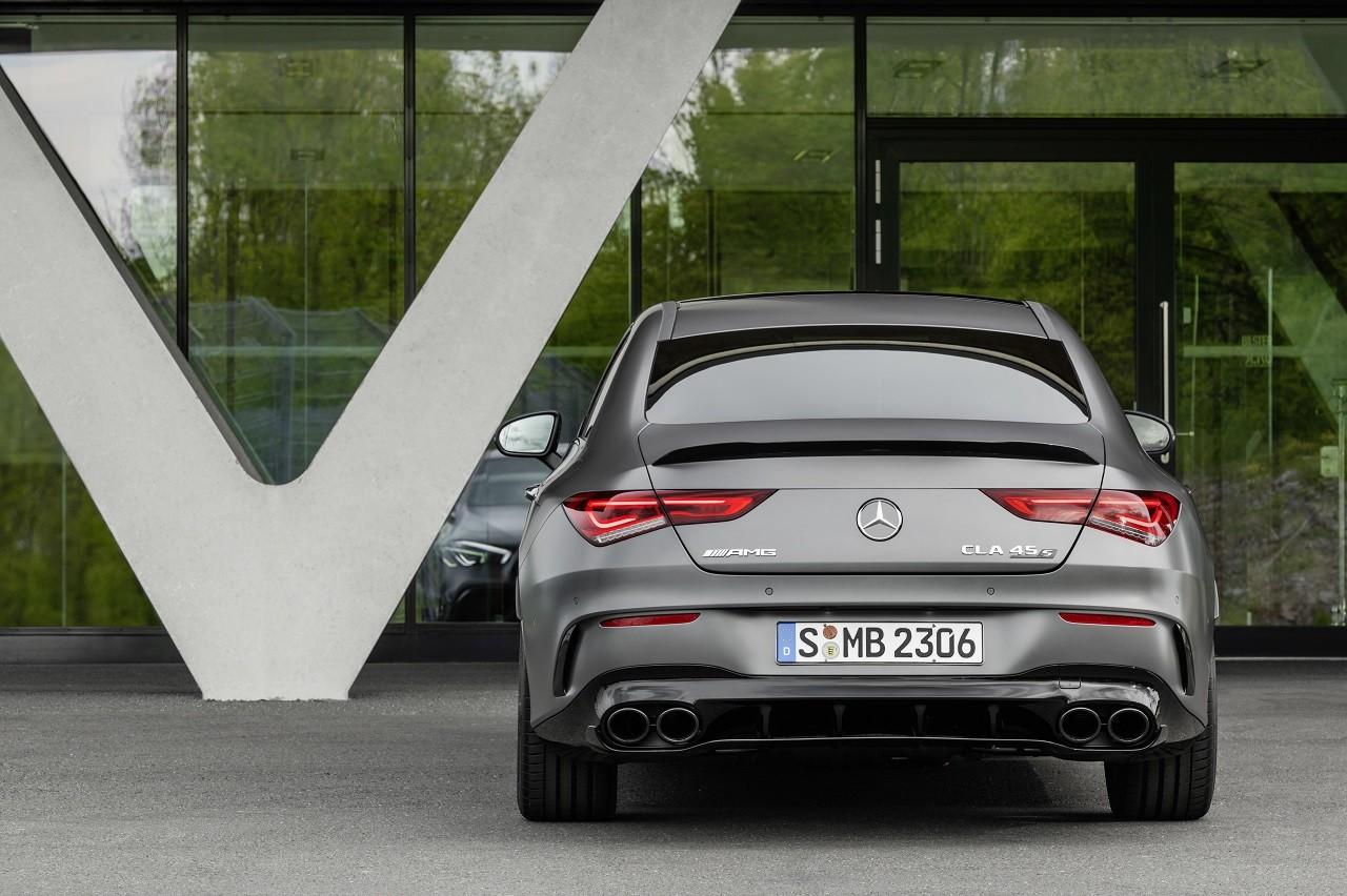Foto de Mercedes-AMG CLA 45 4Matic (32/38)