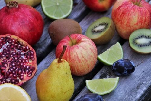 Las frutas de temporada en otoño (y recetas saludables para consumirlas)
