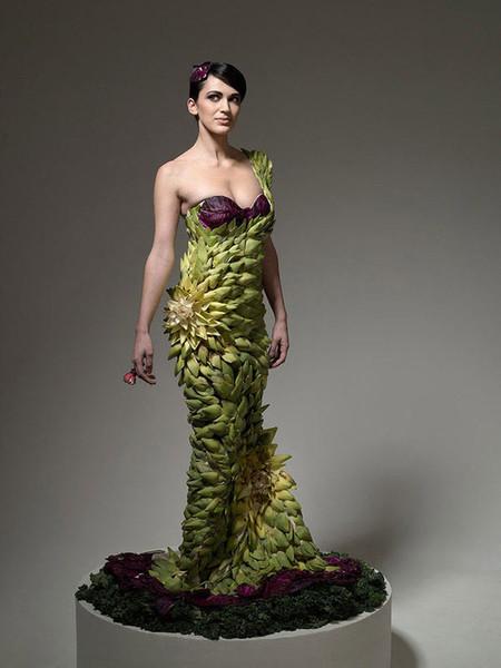 Descubre los más sorprendentes vestidos hechos con comida