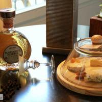 Maridaje extremo: probamos los quesos del bajista de Blur con la ginebra premium Burrough's Reserve