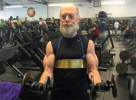J.K. Simmons en el gimnasio para dar vida a Gordon