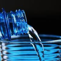 La deshidratación es perjudicial pero el exceso de agua también: los peligros de la hiponatremia