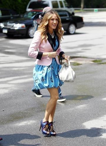 Sarah Jessica Parker se transforma en Carrie Bradshaw para la promoción de Sexo en Nueva York 2