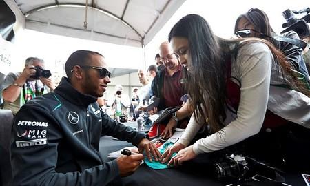 Lewis Hamilton admite que los problemas con los frenos son responsabilidad suya