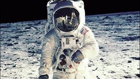 La larga historia de la cámara que grabó al primer hombre sobre la Luna