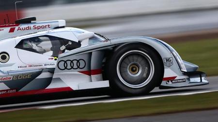 El Audi R18 e-tron quattro volando en Monza