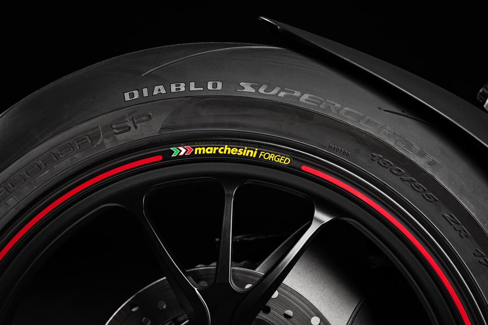 Foto de Ducati Hypermotard 950 2019 (62/76)