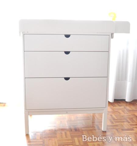 C moda y cambiador stokke el mueble m s vers til de la for Mueble cambiador para bebe