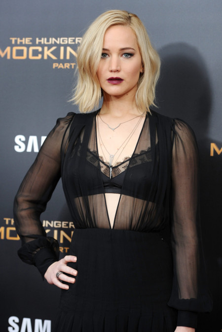 Mucha transparencia y un look gótico para Jennifer Lawrence en Nueva York, ¿fail o no?