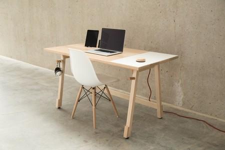 Un escritoro minimalista que te ayuda a organizarte y a esconder los cables