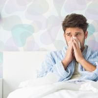 Dormir menos de seis horas al día aumenta el riesgo de resfriado