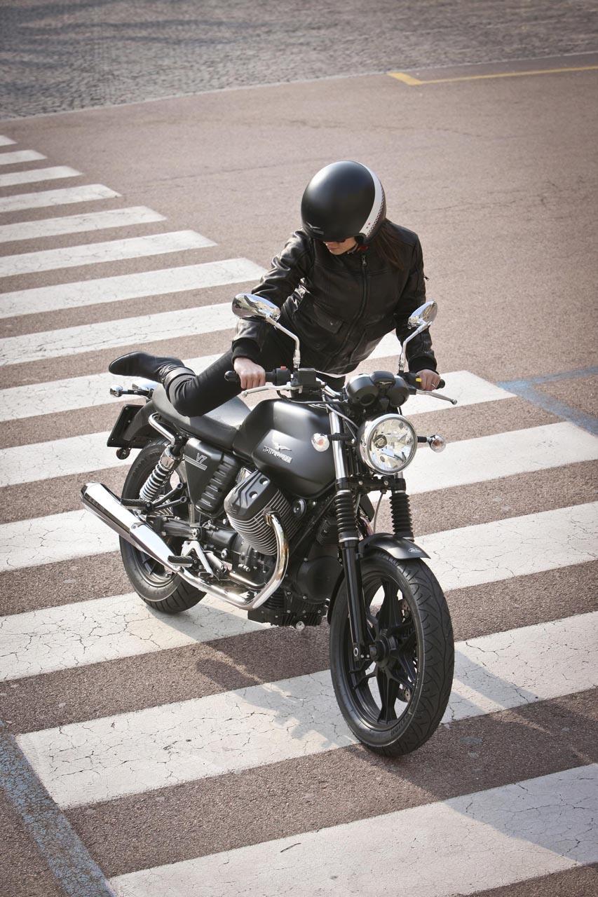 Foto de Moto Guzzi V7 Stone (28/57)