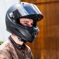 """Este casco de moto inteligente quiere """"proteger a los motoristas de los coches autónomos de Domino's Pizza"""""""