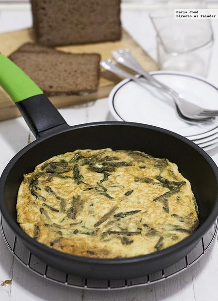 Tortilla de espárragos trigueros: receta fácil, rápida y deliciosa. ¿Qué más se puede pedir?