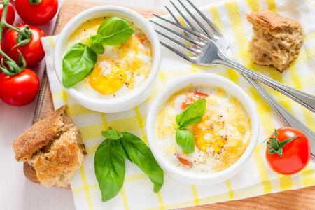 Cómo hacer huevos en cocotte, la receta más fácil y elegante para el desayuno, un brunch o solucionarte la cena