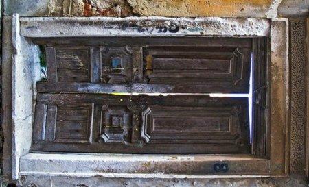 Hacer una mesa con una puerta antigua