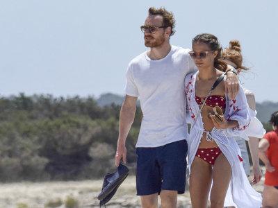 Ya puedes lucir el look de playa de Alicia Vikander gracias a las rebajas de Zara (Michael Fassbender no viene incluido)
