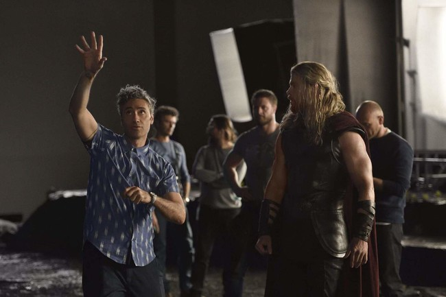 Thor Ragnarok Bts Taika Waititi And Chris Hemsworth