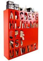 Una estantería con el abecedario