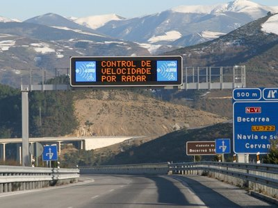 """Así funciona la """"Tolerancia 7"""" de los radares: el mejor método para evitar multas por exceso de velocidad"""