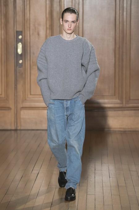 Los Dad Jeans Son La Nueva Forma En La Que El Denim Se Llevara En Otono De Acuerdo A Las Pasarelas 04