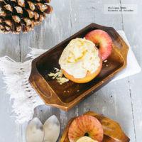 Manzanas rellenas de fresas y helado de vainilla. Receta