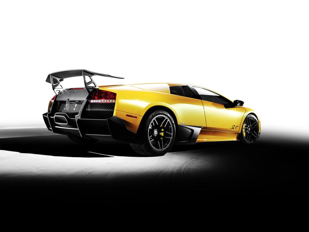 Foto de Lamborghini Murciélago LP670-4 SuperVeloce (2/5)