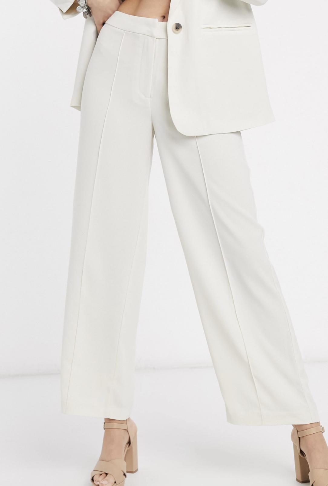 Pantalones de traje de pernera ancha en blanco de Vila