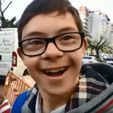 Emotivo recibimiento en su colegio a un niño con Síndrome de Down tras arrasar en el Campeonato de España de Natación