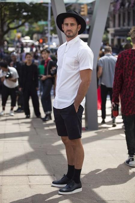 El Mejor Street Style De La Semana Blanco Y Negro Combinacion Triunfante 2020 Trendencias Hombre 08