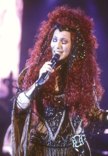 Cher se desoxida toda en su nuevo single, ¡vuelve la abuela del pop!