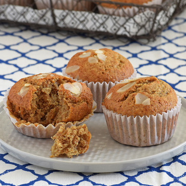 Bizcochitos o muffins integrales de almendra y nata. Receta para el desayuno
